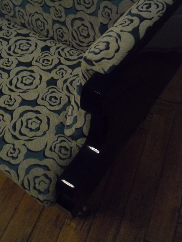 Konzertflügel, Holz, Schaumstoff, Textil, Lack. Grand piano,wood,foam,fabric,paint. Size: 145cm L x 77cm D x 105cm H